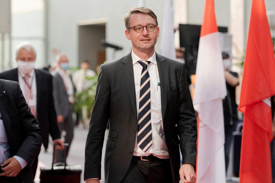 Sachsens Innenminister Roland Wöller (49, CDU) äußert sich kritisch zu den B96-Protesten, will sie aber nicht verbieten.
