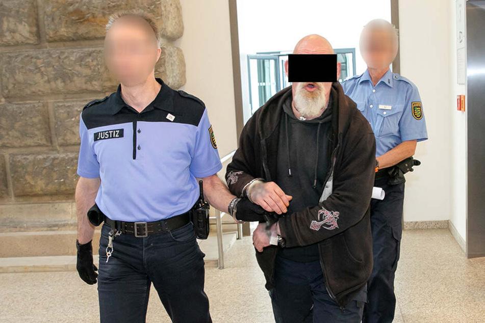 Inzwischen sitzt Roberto S. (51) eine lange Haftstrafe ab. Nun kamen noch mal zehn Monate Knast dazu.