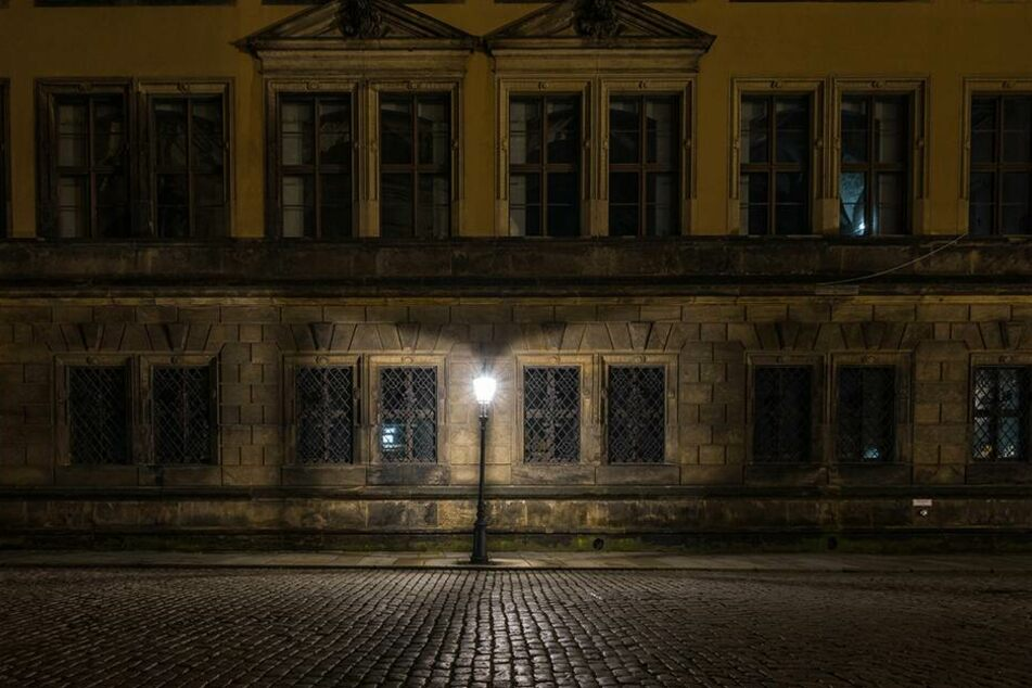 In Dresden-Pieschen fiel eine Gruppe am späten Abend negativ auf. (Symbolbild)