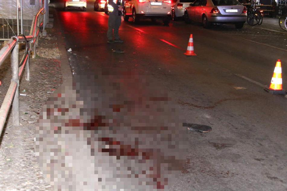 Die Skalitzer Straße am U-Bahnhof ist blutüberströmt.