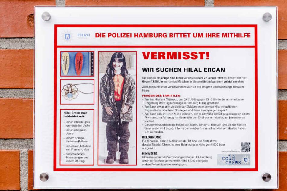 Mit diesem Schild bittet die Polizei um Hinweise in dem Fall.
