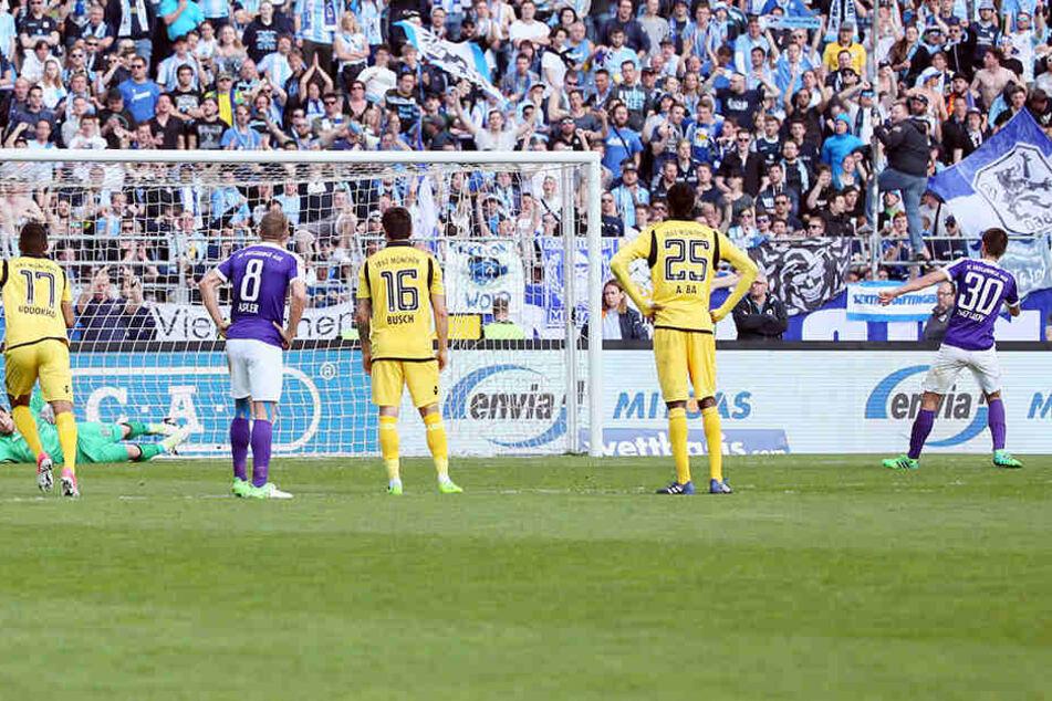 Dimitrij Nazarovs zweiter Streich: In der 79. Minute verwandelte er seinen zweiten Elfer zum 3:0 ebenso sicher wie den ersten zum 1:0.