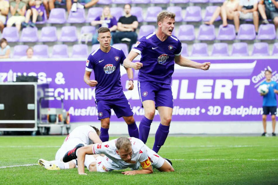 Christoph Daferner (r.) jubelt - mit seinem Treffer zum 1:1 sorgte er für ein ordentliches Ergebnis.