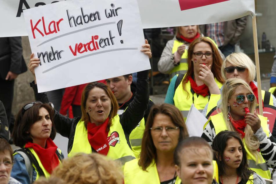 Beschäftigte des Einzelhandels protestieren. (Symbolbild)