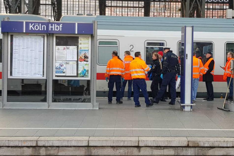 Mann stürzt im Kölner Hauptbahnhof unter InterCity!