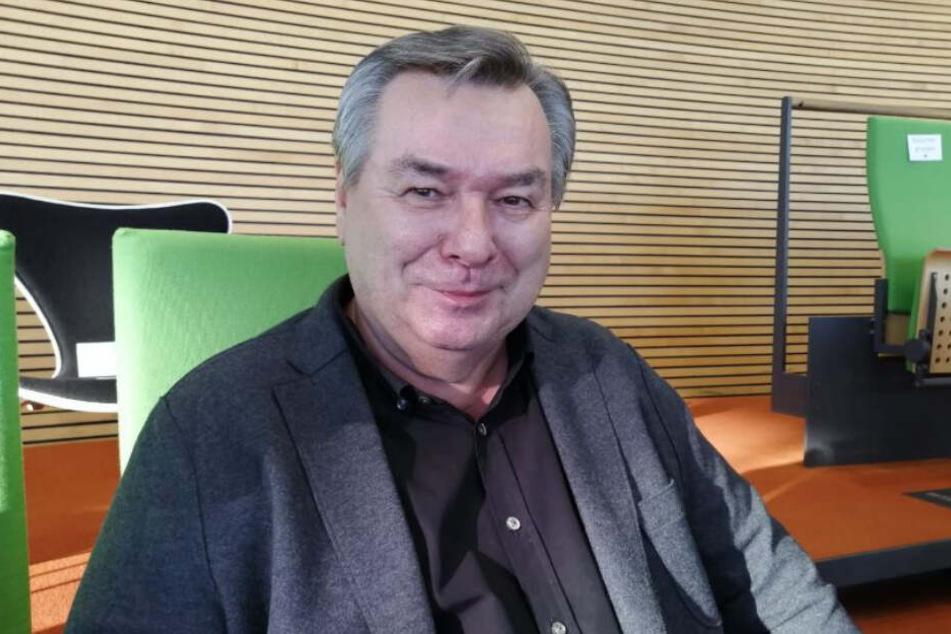 """Prominenter Besuch: Waldemar """"Waldi"""" Hartmann (71) sitzt auf der Besuchertribüne als Gast der CDU."""