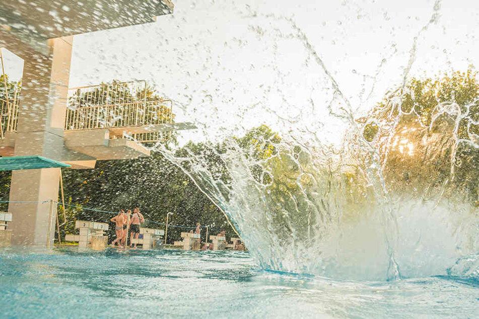 Gute Nachrichten für Wasserratten: Die Freibad-Saison wurde fast überall verlängert.