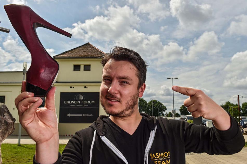 Der Schuh gefällt? Jens Stenker (31) hat den Fashion Flash im Ostragehege  organisiert.