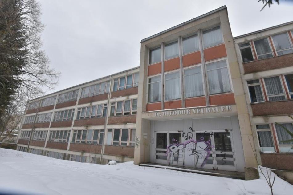 Die ehemalige Theodor-Neubauer-Schule in Bernsdorf soll zur neuen  internationalen Schule umgebaut werden.