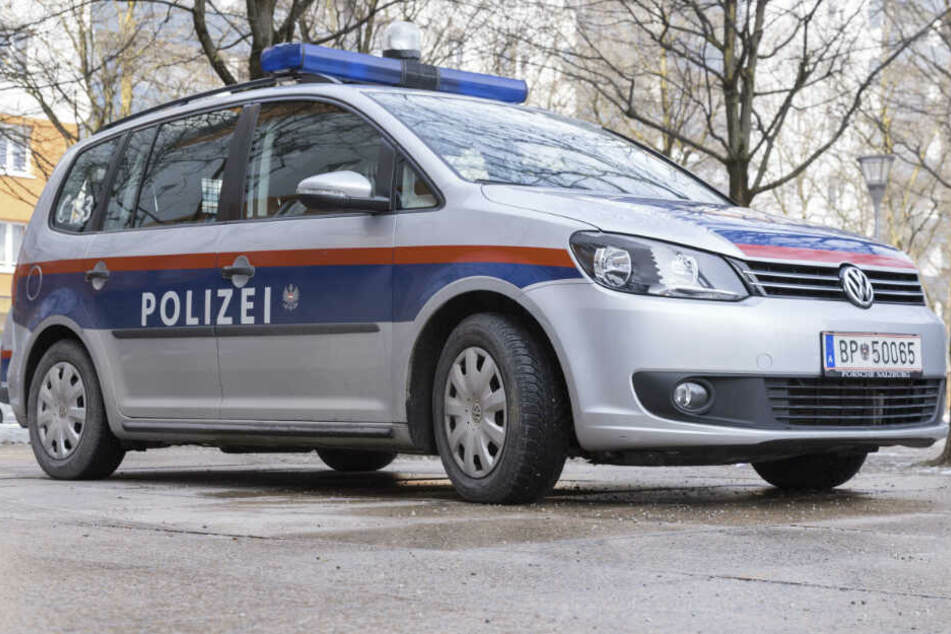 Mann würgt Ehefrau: Tochter greift ein, Opfer rettet sich mit Flucht aus Fenster