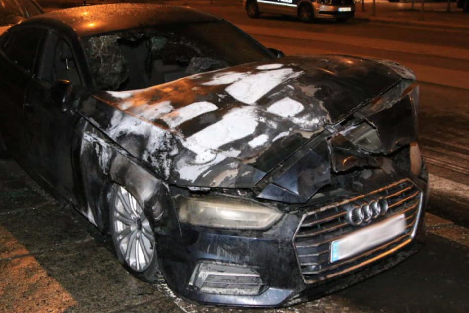 Auch der Audi in der Marktstraße ist nur noch Schrott.
