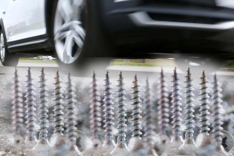 Unbekannte bestreuten die Straße mit Nägeln und Schrauben. (Bildmontage)