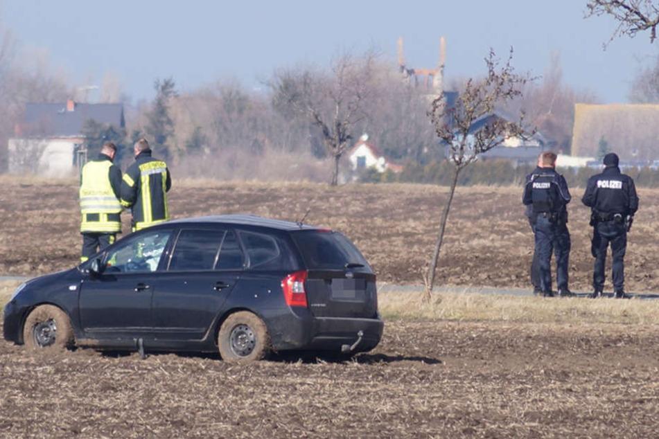 In diesem schwarzen Kia starb die 62-jährige Beifahrerin. Der Fahrer erlitt schwere Verletzungen.