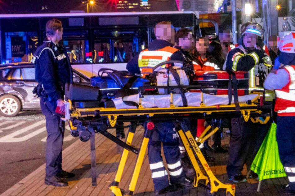 Tödlicher Bus-Unfall in Wiesbaden: Gaffer filmten Verletzte und behinderten Rettungskräfte