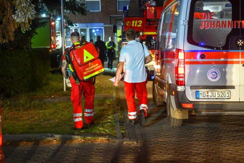 Der Senior konnte zunächst aus seiner Wohnung gerettet werden. Er erlag jedoch im Krankenhaus seinen Verletzungen.
