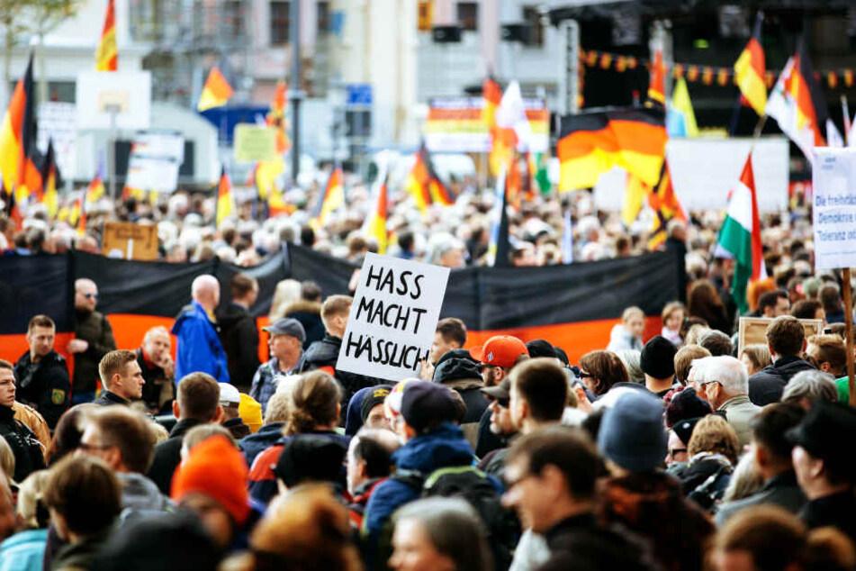 Immer wieder gibt es Widerstand gegen die Pegida-Bewegung (Archivbild).
