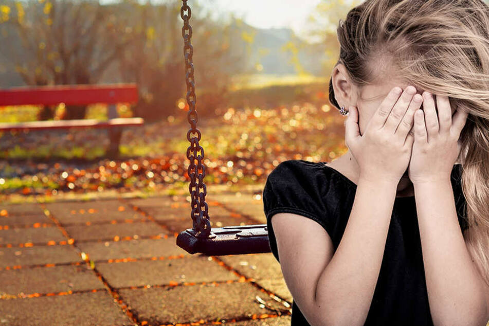 Das Mädchen wurde auf einer öffentlichen Spielwiese sexuell belästigt.