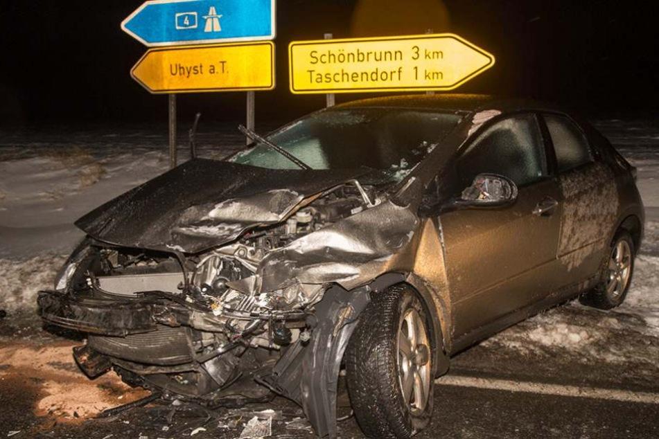 Bei Uhyst führte das Glatteis zu diesem Unfall.