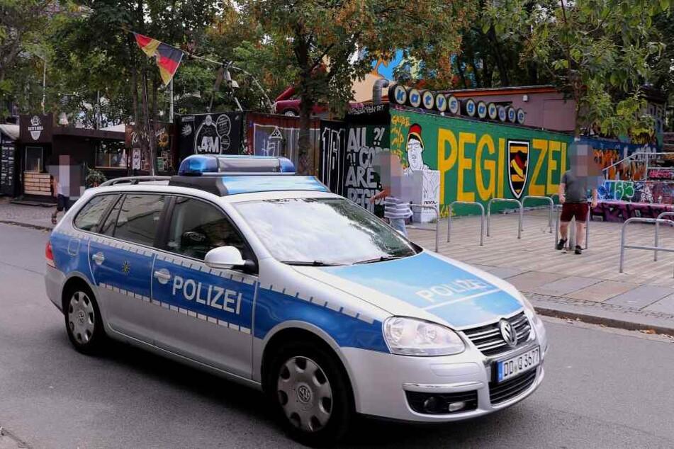 Die Polizei fährt schon Streife, wird über das Graffito sicher nicht lachen können.
