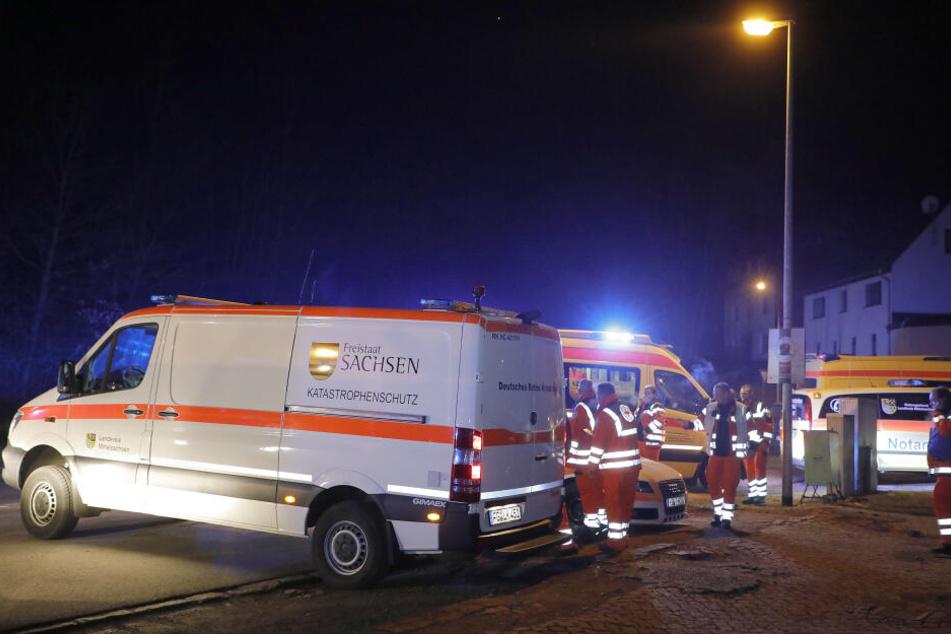 Rettungsdienst und Katastrophenschutz waren für eine Evakuierung des gesamten Gebäudes vor Ort.