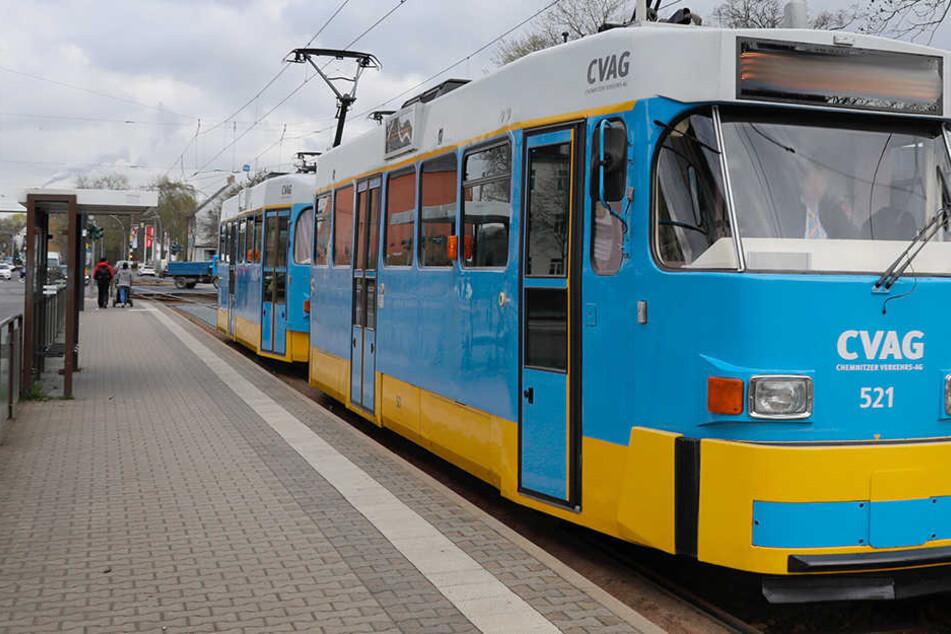 Ein Entblößer zeigte an einer Straßenbahnhaltestelle in Chemnitz einer jungen Frau seinen Penis. (Archivbild)