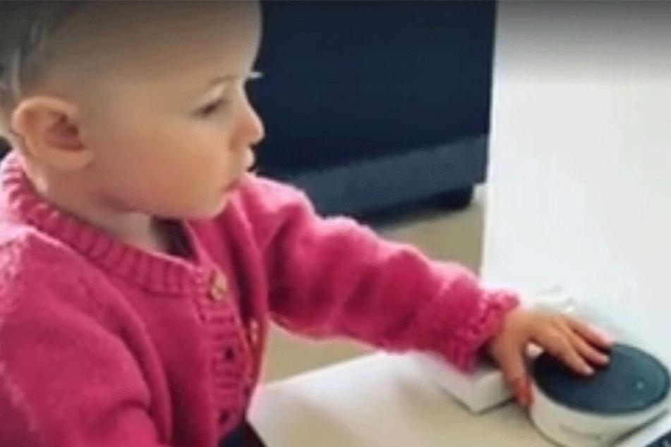 """Mama? Papa? Überbewertet! Annabelles erstes Wort lautete """"Alexa""""."""