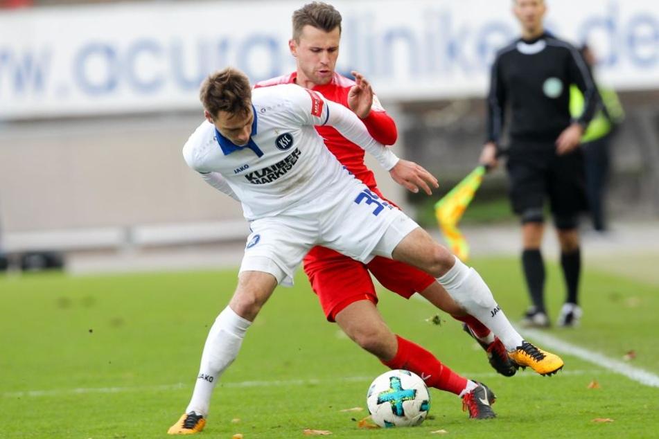 Spiel zwischen Zwickau und KSC verspätet angepfiffen - aus kuriosem Grund