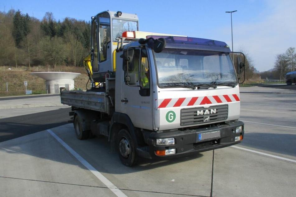 Als die Polizei diesen Lkw auf der A45 kontrolliert, schwant ihnen Böses