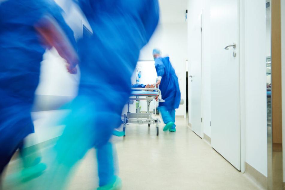 Im Krankenhaus erlag sie ihren schweren Verletzungen. (Symbolbild)