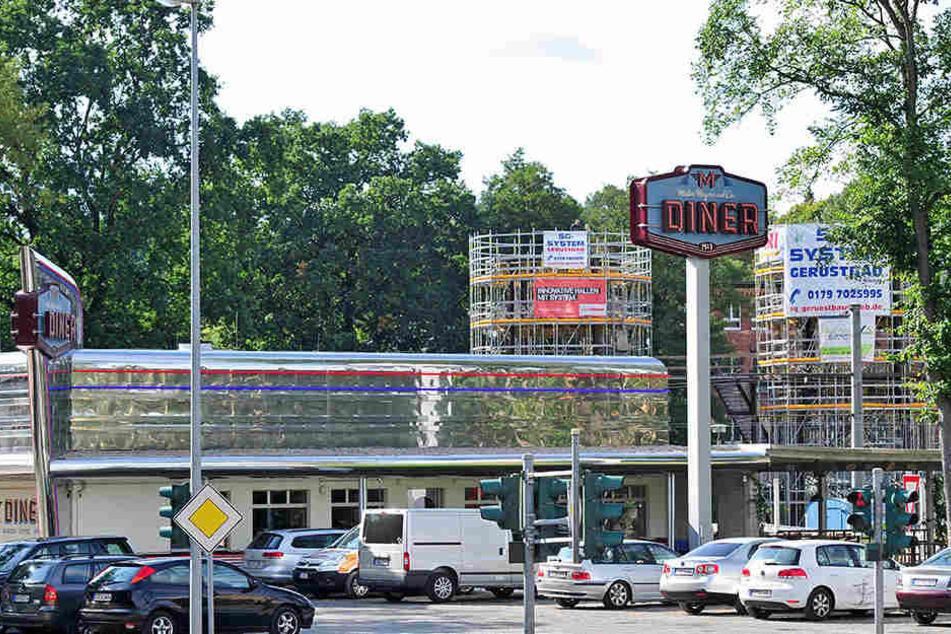 Die Betreiber von Meyer's Diner an der Kappeler Drehe bauen ein amerikanisches Motel auf der anderen Schienenseite.