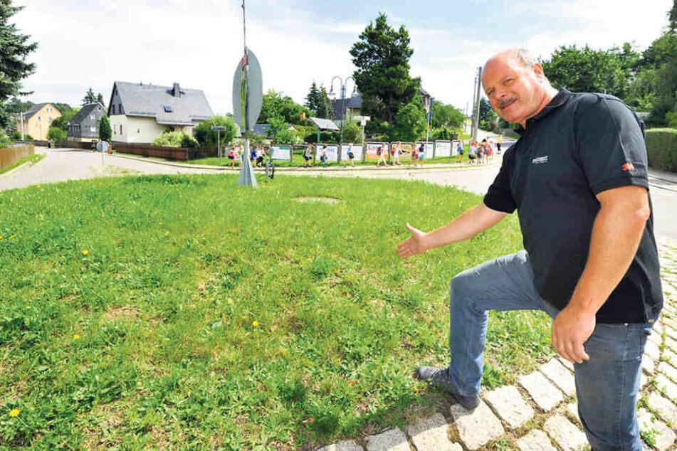 Eubas Ortsvorsteher Thomas Groß (54, CDU) möchte gestaltete Mittelinseln.