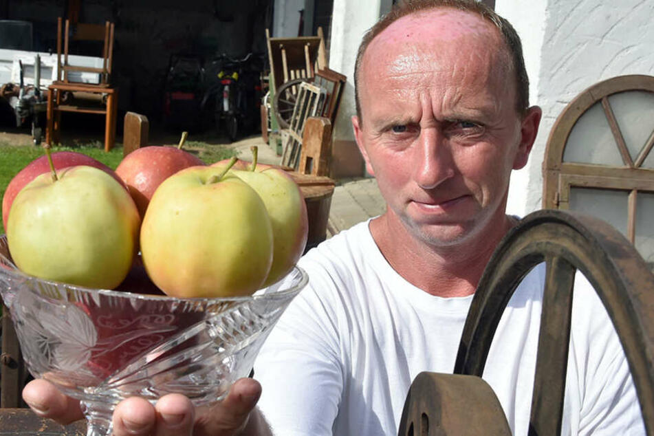 Marko Steidel kann seine Niederlage bei der Wahl zum Apfelkönig nicht akzeptieren.