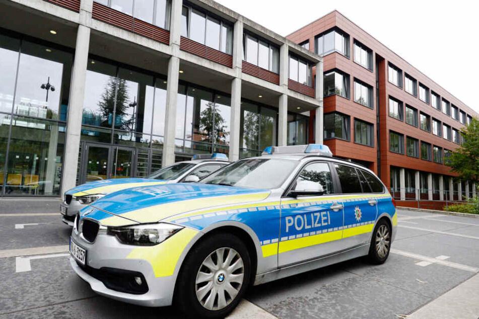Ein Polizeiauto vor der Polizei Bonn.