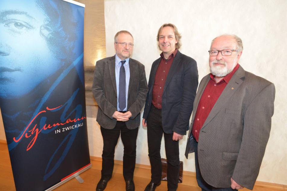 Ralf Eisenbeiß (65), Chef des Schumann-Chorfestivals, Thomas Synofzik (51), Direktor des Schumann-Hauses, und Zwickaus Kulturamtsleiter Michael Löffler (59) freuen sich auf das gemeinsame Schumannfestival.
