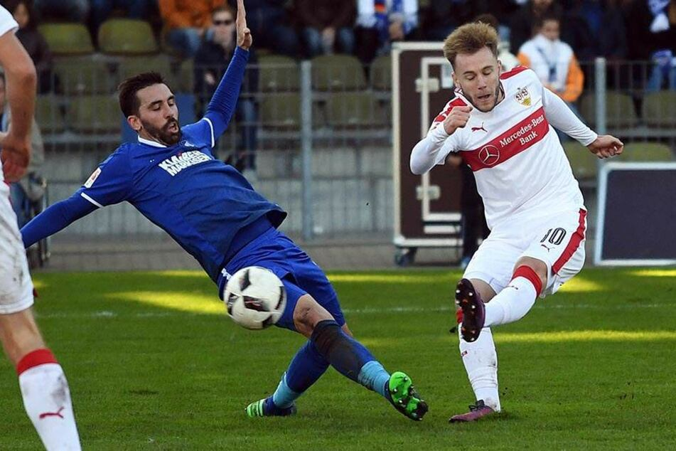 Jordi Figueras (l.) gegen Stuttgarts Alexandru Maxim.