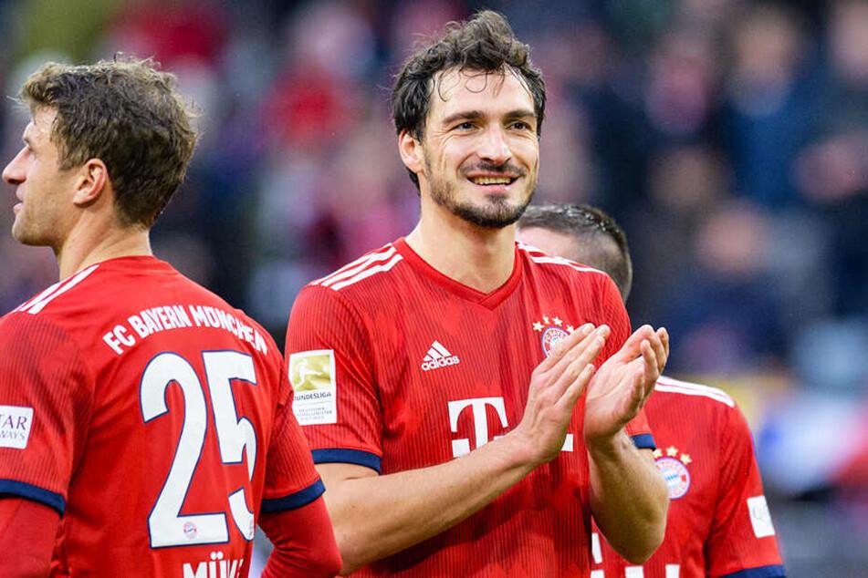 Bayerns Abwehrspieler Mats Hummels (M.) steht vor einer Rückkehr zu Borussia Dortmund.