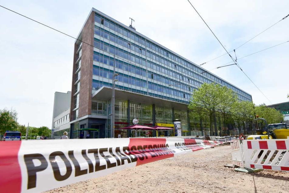 Das Chemnitzer Finanzamt: Abgesperrt wegen Bombendrohung.