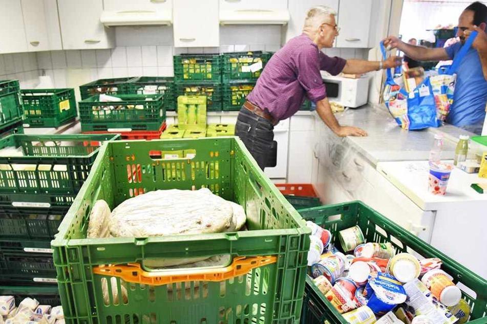 Die Tafeln in Deutschland versorgen bedürftige Menschen mit überschüssigen Lebensmitteln, die vom Handel nicht mehr verkauft werden können.