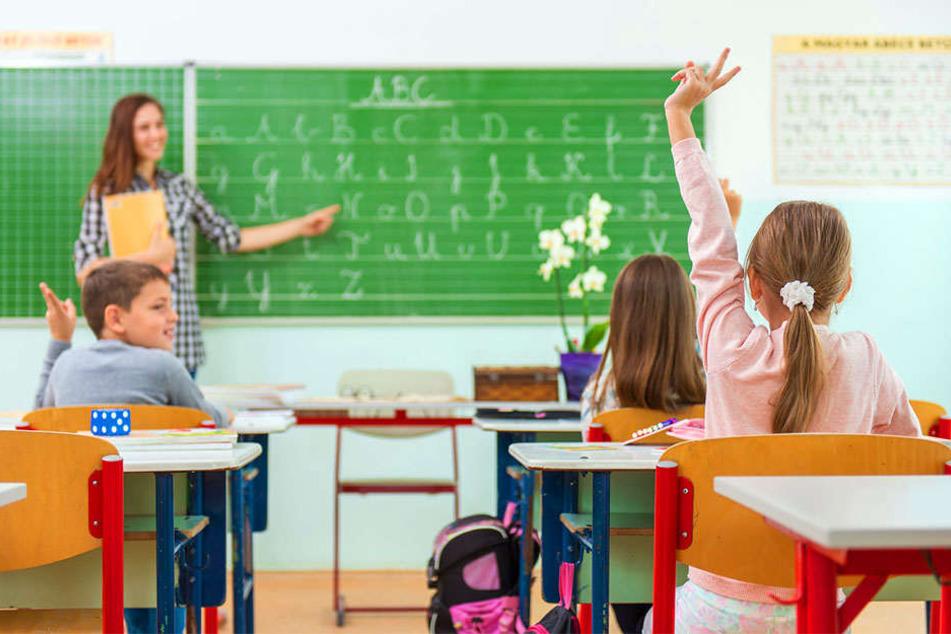 Ein Grad zu viel und das Chaos blieb aus: Kinder müssen zur Schule gehen.