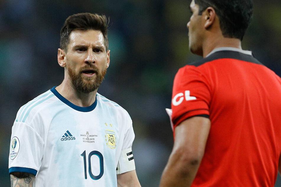 Auch im Halbfinale gegen Brasilien war der 32-Jährige mit den Unparteiischen äußerst unzufrieden.