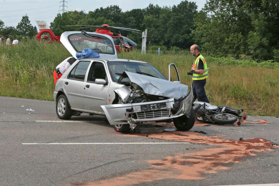 Immer wieder dieselbe Unfall-Kreuzung! Schwerer Moped-Unfall