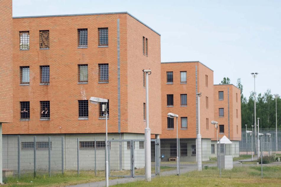 Die Jugendstrafvollzugsanstalt in Regis-Breitingen. Jedem, der zu Unrecht hinter Gittern saß, steht finanzielle Entschädigung zu. Das Geld kann nur trösten, entgangenes Lebensglück bringt es nicht zurück.