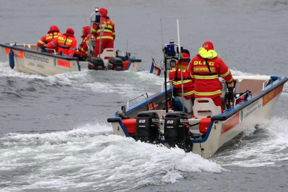 Das Team der DLRG bei einer Übung. Bei solch einem ähnlichen Training ist das Boot mit der verunglückten Rettungsschwimmerin gekentert. (Symbolbild)