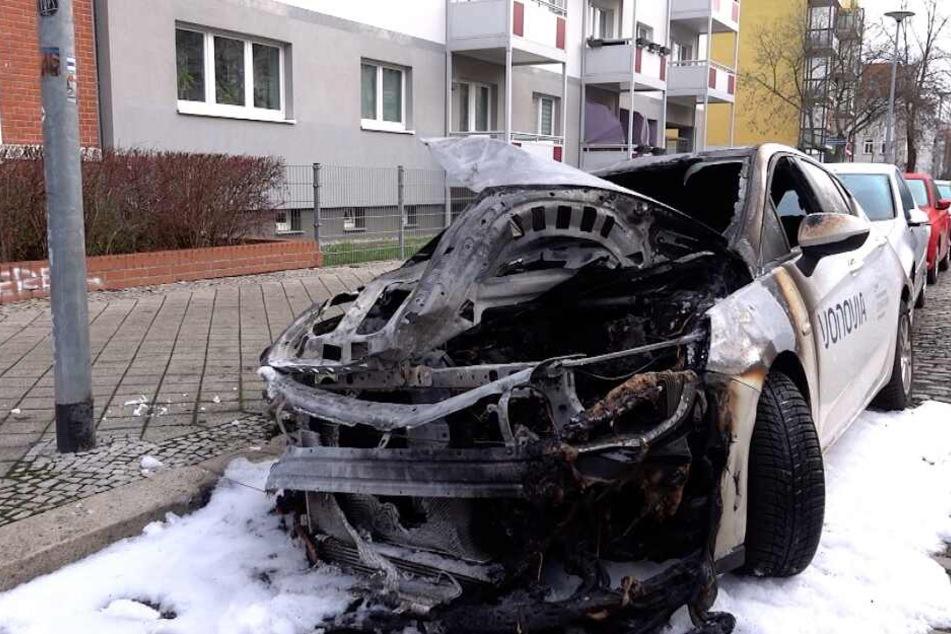 Leipzig: Unbekannte setzen Vonovia-Firmenwagen in Brand