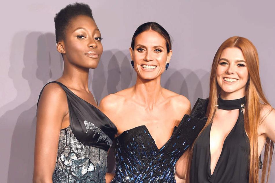 """Zeigt Heidi Klum (44) hier ihre beiden """"GNTM""""-Favoritinnen? Toni Loba (17, l.) und Klaudia Giez (21) durften das Mega-Model zur amfAR-Gala begleiten."""