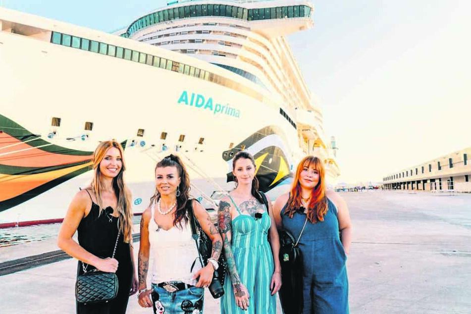 """Sandra (43), Gordana (47), Alisa (29) und Sandra (25, v.li.) werden von der """"AIDAprima"""" unter anderem nach Rom und Barcelona gebracht."""