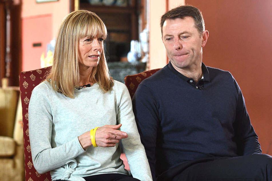 Oft müssen sich Gerry (49) und Kate McCann (50) vor der Presse erklären. Doch die Eheleute geben die Hoffnung nicht auf, dass die verschwundene Tochter Maddie irgendwann wieder auftaucht.