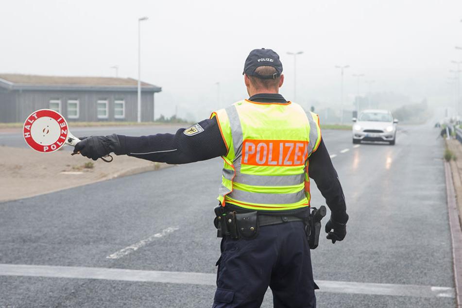 Bundespolizisten an der sächsisch-tschechischen Grenze in Zinnwald. Die versprochene Verstärkung lässt auf sich warten.