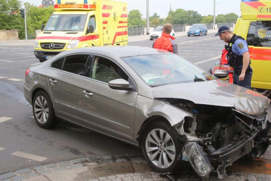 Crash am Sachsenplatz! Audi prallt mit VW zusammen
