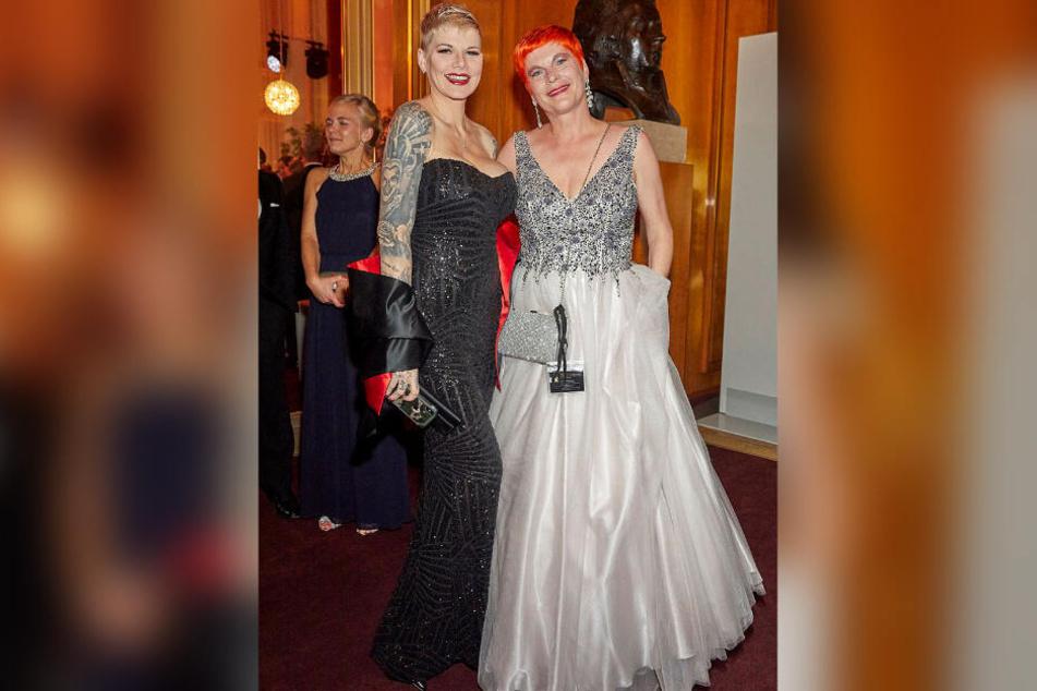 Auf dem Ball traf TAG24-Reporterin Katrin Koch (r.) auch Ballermann-Queen Melanie Müller (31).